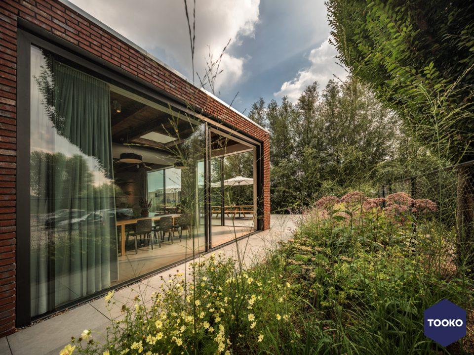 HofmanDujardin - HofmanDujardin transformeert loods tot levendige Office Villa