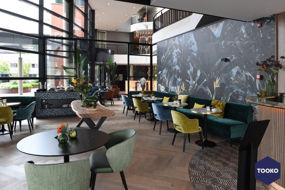 Bloemen Parket - verouderde visgraat vloer brasserie Van der Valk Maastricht